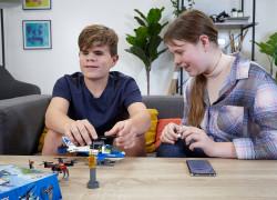 building plastic bricks helicopter