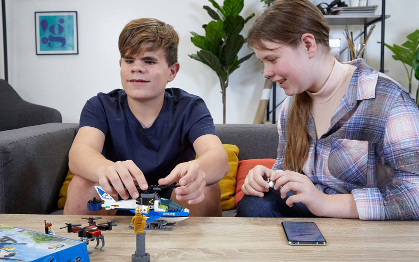 building plastic bricks helicopter