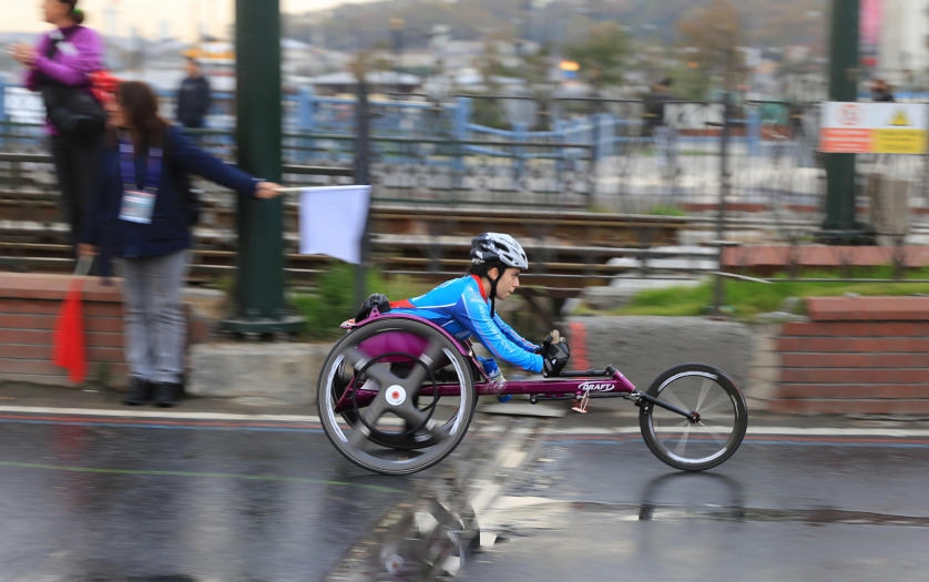 Paralympic athlete run in 39 Istanbul marathon which includes two continents in one race.