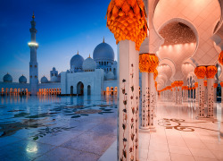 Night view at Sheikh Zayed Grand Mosque, Abu Dhabi