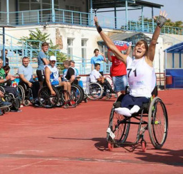 woman athlete in wheelchair