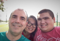 Eric Parsa, right, is seen with his mother, Donna Lou, center, and father, Daren Parsa.