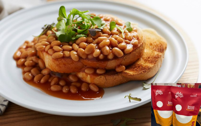baked beans Tomato in a plate