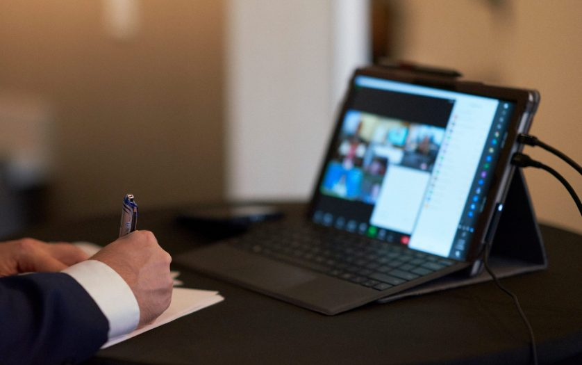 Taking notes during an online meeting