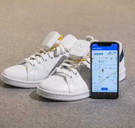 Ashirase vibration device attached to shoes and Ashirase smartphone app screen